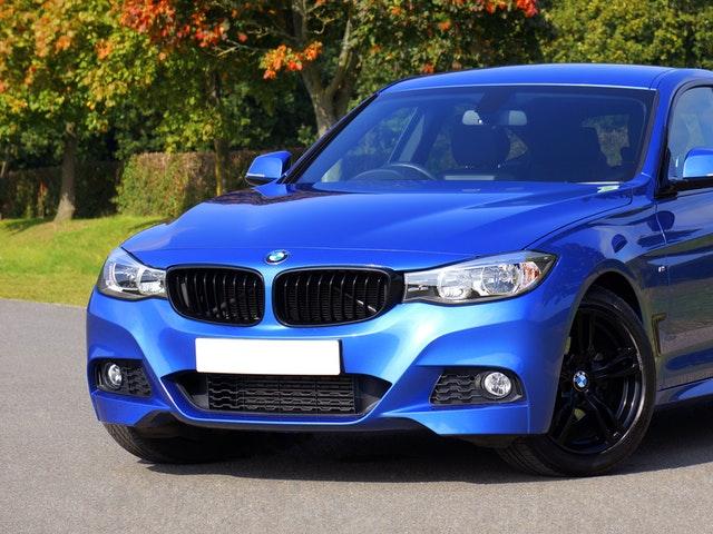 En ny blå bil